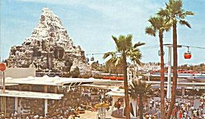 Tomorrowland Terrace Disneyland p34736 (Image1)