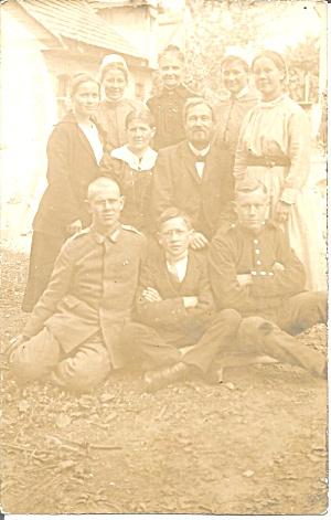 WW! Family Photo Men in Uniform WWI p37154 (Image1)