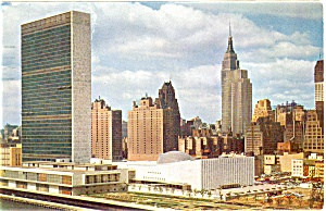 United Nations Complex New York Postcard (Image1)