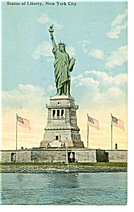 New York Harbor Statue of Liberty Postcard p9281 (Image1)