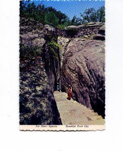 Rock City TN Fat Man s  Squeeze Postcard t0092 (Image1)