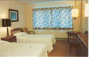 Ladore Lodge Bedroom Postcard x0150 (Image1)