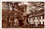 Gateway to Bishop s Palace Wells England Postcard p25226