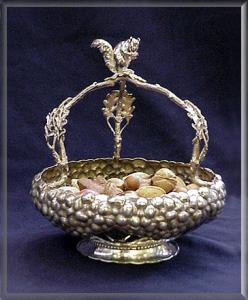 NUT BOWL VICTORIAN SILVERPLATE WITH FIGURAL SQUIRREL (Image1)