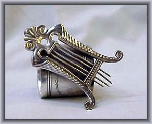 LYRE NAPKIN RING (Image1)