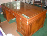 Click here to enlarge image and see more about item 807: FINELY MADE KNEEHOLE STYLE DESK